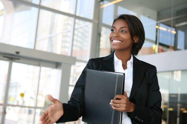 Women-preparing-to-interview-1000x550